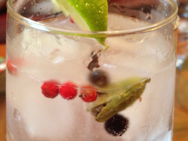 Gin Tonic Peppercorns Juniper 600x450